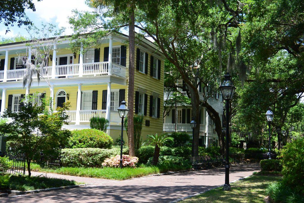 Charleston_hausgelb